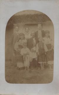 1920, Anastasia and Fedor Popadyuki with children, Strilche village