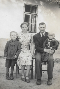 A family photo from 1946 when Václav Herout is sitting on his father's lap