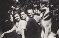 From the left his first wife, witness Vladimir Bohata, his friend Bodnar from the river division, and the dog Asant