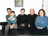 In 2004 with his wife, daughter, son and grandson