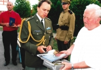 The Military Attaché of the Czech Republic from the Embassy in Zagreb presents recognition on behalf of Czech veterans during their visit to Croatia in 2009