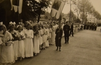 Prime divine service June 4, 1944, the parade