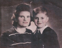 Václav Hora as a five-year-old with his mother, Pilsen, 1942