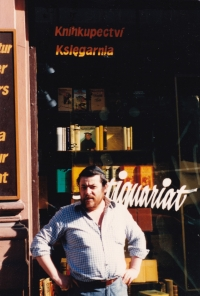 Karol Sidon in front of  Dialogue exile bookshop in 1987