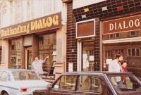 Moving of Dialogue exile bookshop, Frankfurt am Main, 1984