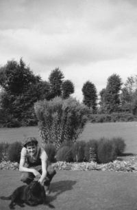 In 1966 Miloš spent two months in England, here as a gardener