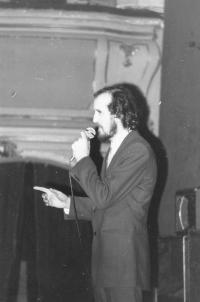 Miloš moderating, Prague 1975