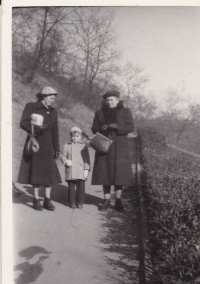 Miloš's mother on the left, Miloš and his grandmother from his mother's side, Petřín 1952