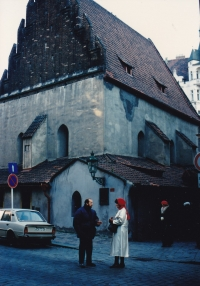 Miloš in front of the Old New Synagogue with an American client, 1988