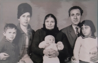 Sofie Cakirpaloglu and her family: her husband Kosiliadis, two daughters, a son and her mother-in-law.