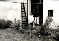 Kateřina Spurná with her family in 1980