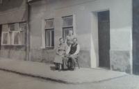 In front of the birth house: Žofie´s mom Anna and her father Alois, Žofie´s sister Anna, Hložkova Street, Otrokovice, 1935