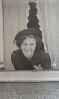 Witness´s mom in a window of the birth house, 1940