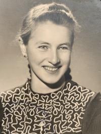 witness Helena Aková as a young girl