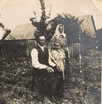 Parents Štefan and Anna Vaškovci with little Helenka