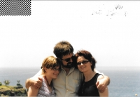 In the Canary Islands with his wife and daughter, 2004