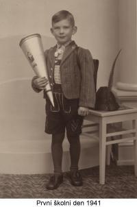 První školní den (1941)