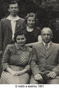 S rodiči a se sestrou (1951)
