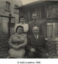 S rodiči a se sestrou (1956)