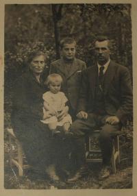 Kovařík - in the 30s