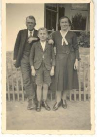 František Wiendl with parents, 30's