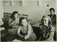 Po válce během dostudovávání oktávy - L.CH. vpravo