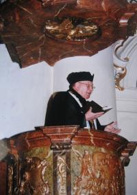 Špak as a CČSH patriarch in 2000 in the St. Nicolas church in Prague