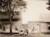 Hašek´s farm in Úhonice during the harvest 1939