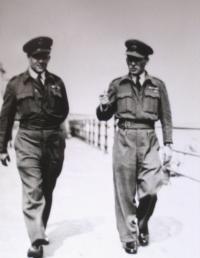 Vpravo Gablech v roce 1945 v Anglii