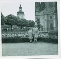 Dagmar with her sister as children