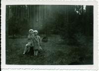Dagmar se sestrou jako děti