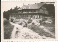 Dagmar se sestrou a matkou v Tatrách (1936-37)