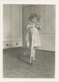 Dagmar Lieblová jako dítě (asi 1932)