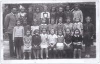 Dagmar (třetí zprava ve druhé řadě) ve 4. třídě školy ve Vlašském dvoře (Kutná Hora, 1938-39), třídní učitel Josef Výborný