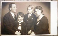 Pavel Oliva before II. w.war with parents and brather