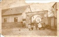 U Justů Inn - the witness's mother is in the middle wearing the dotted apron