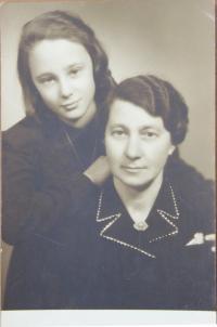 Rita Vogelová with her mother after the war in Prostějov