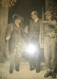 In the castle guard, from left to right: Edvard Beneš, Antonín Zápotocký, Josef Fronc