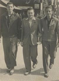 Z_leva_-_Miloš_Gut, Jarda_Kraus, Pepa_Gut -_1.5.1946