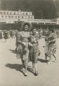 Zuzana and Truda_Beckmannovi_-_Luhacovice_1947