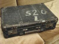 04 Kufřík na cestu do Terezína s transportním číslem