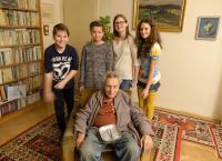 Felix Kolmer s žáky z projektu Příběhy našich sousedů