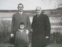 S tatínkem a dědou, Rakovník, 1928