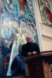 Minister Dus talking about the paintings on the walls of the Evangelical church in Vinohrady, 60 Korunní St. Prague 2, 2003