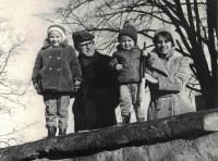 The family at Proseč after  Rev. Dus´s release from prison, winter 1974
