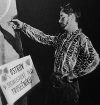 """""""Rain Gutter Theatre"""" (Divadélko pod okapem) - 1962, Petr Paprstein"""