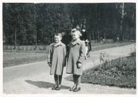 Miroslav Hampl (on the left) with his brother Jiří (1941)