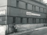 Miroslav Hampl's family in front of the dormitory in Boží Dar 1968 (he lived there when he worked in Jáchymov)