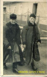 Dědeček pamětníka-první z leva