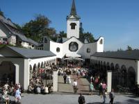 Poutní kostel Panny Marie Pomocné při pouti 19. 9 2009 -Stanislav Lekavý zde dělá duchovního správce